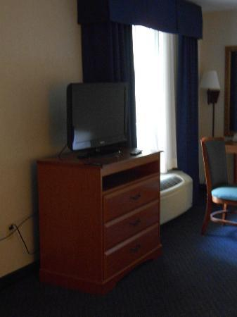 Holiday Inn Express Cherokee/Casino: TV