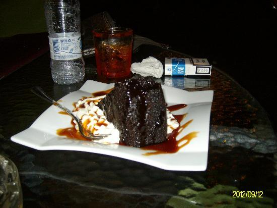 Barcelo Isla Canela : Cyndi's bar - best chocolate cake ever