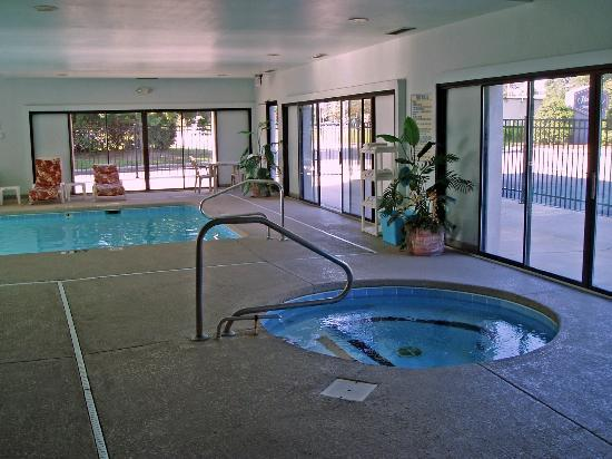 Sleep Inn: Indoor Pool and Hot Tub