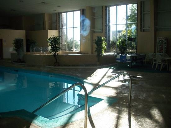 Superior Bayfront Inn: nice pool and hot tub