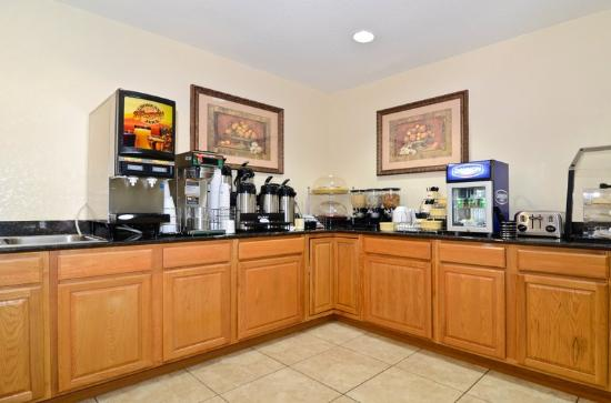 BEST WESTERN Edgewater Inn: Breakfast Area