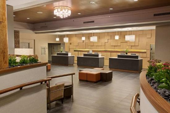 Hilton Westchester: Lobby Reception Desk