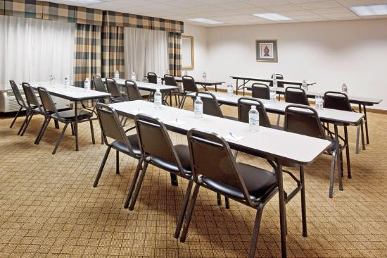 Holiday Inn Express Alliance: Meeting Room