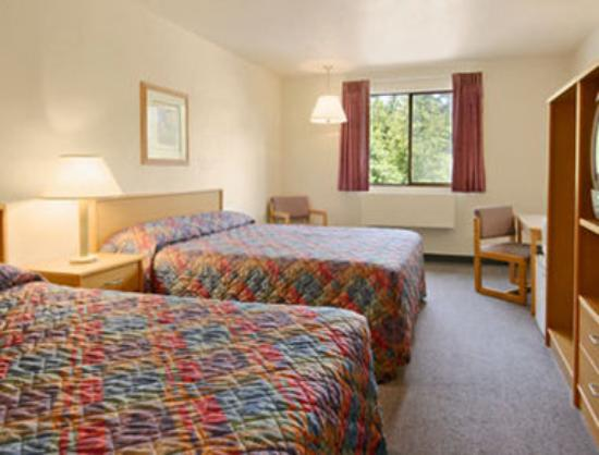 Super 8 Motel: Standard Two Double Bed Room