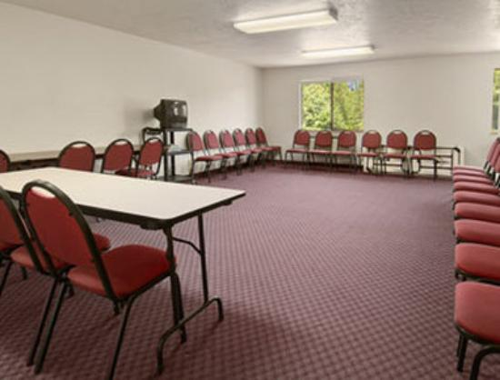 Super 8 Motel: Meeting Room