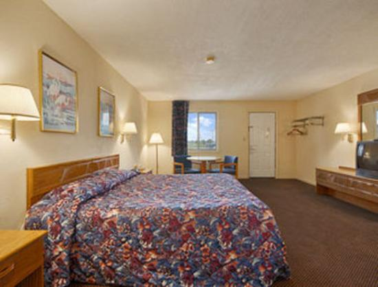 Super 8 Motel Centerville Richmond: Standard King Bed Room