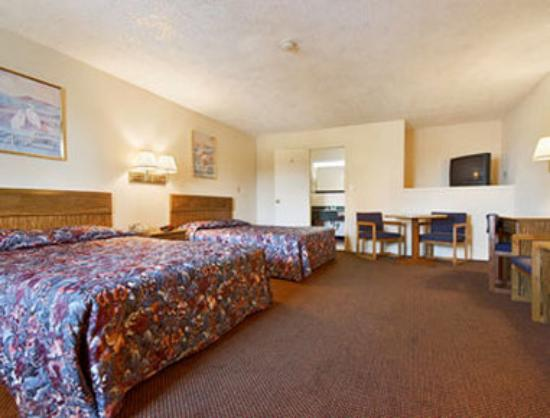 Super 8 Motel Centerville Richmond: Standard Two Queen Bed Room