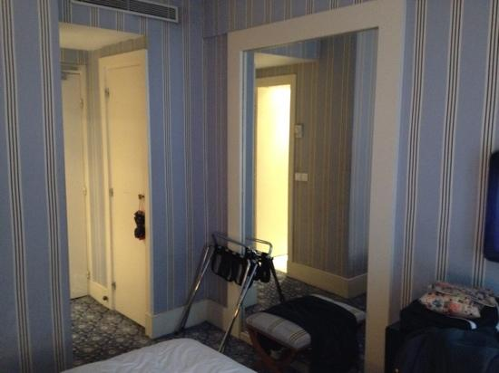 Mercure Paris Champs Elysees: le miroir...