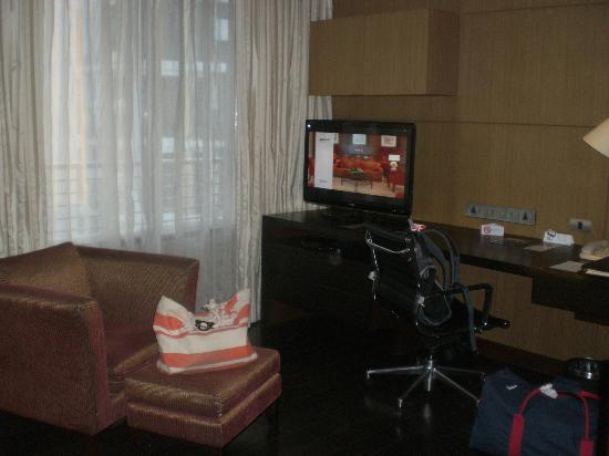 Sukhumvit Park, Bangkok - Marriott Executive Apartments: TV Unit