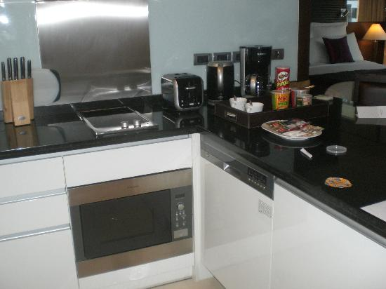 Sukhumvit Park, Bangkok - Marriott Executive Apartments: Kitchen Stuff