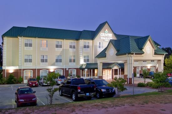 Country Inn and Suites Sumter SC: CountryInn&Suites Sumter ExteriorNight