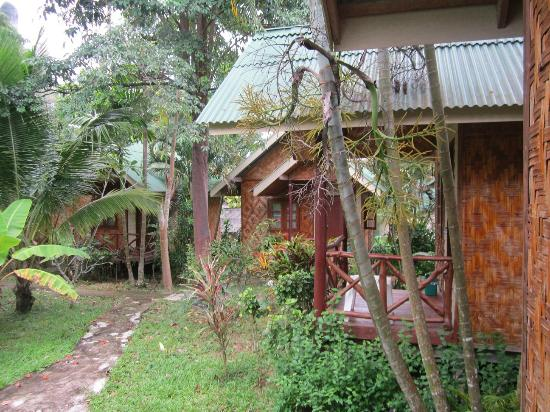 Ao Nang Friendly Bungalow: Bungalows next to ours