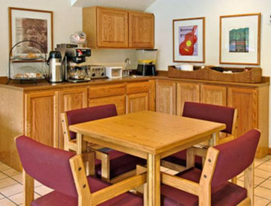 Super 8 Whitesburg: Breakfast Area