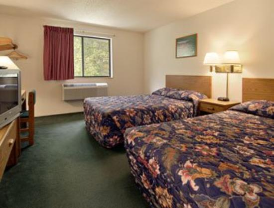 Super 8 Whitesburg: Standard Two Double Bed Room