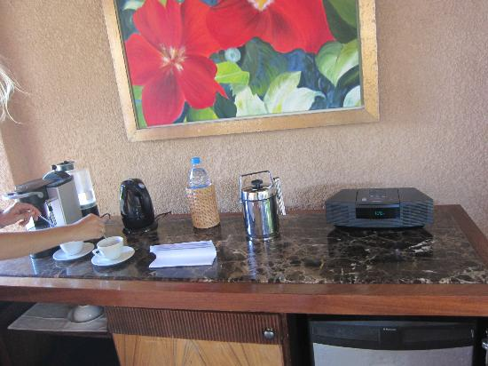 Maradiva Villas Resort and Spa: minibar area at the terrace