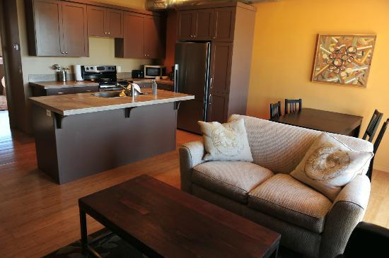 Crescent Moon Inn: Full Kitchen, Dining Area, and Living Space