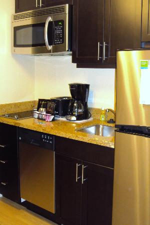 TownePlace Suites Mississauga-Airport Corporate Centre: Kitchen
