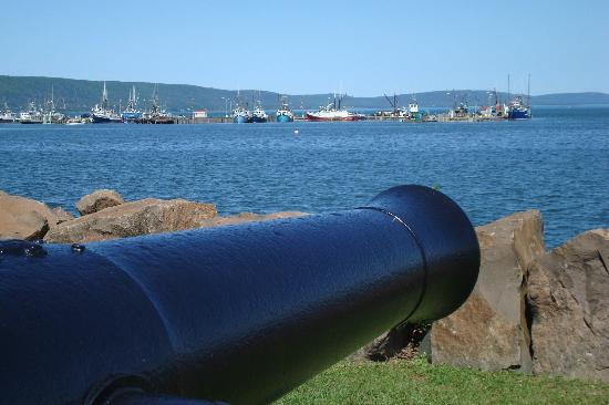 Smith's Cove, แคนาดา: Along Admirals Walk in Digby, Protecting the Fleet