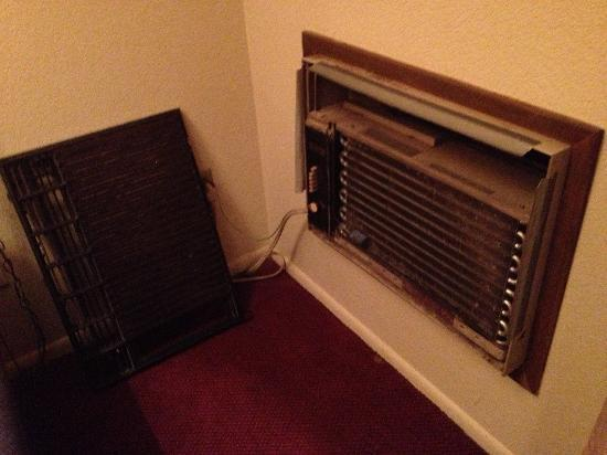 Motel in the Pines: Here's the lovely heater! ��
