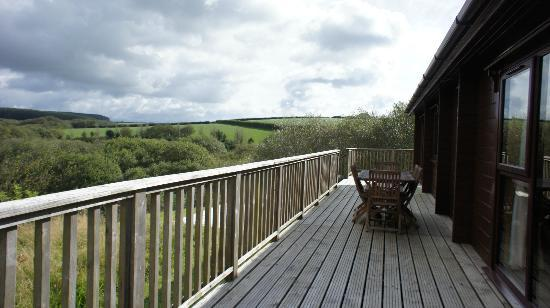 Hartland Forest Golf Parc: Rear decking area