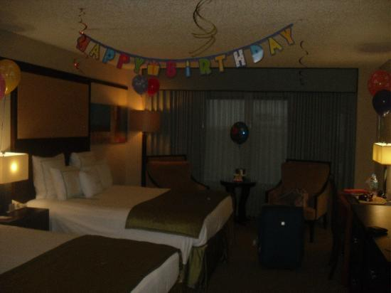 Doubletree by Hilton Orlando at SeaWorld: Birthday surprise! so nice to arrive too!