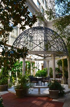 The Ritz-Carlton New Orleans: Courtyard