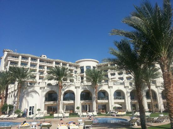 Stella Di Mare Beach Hotel & Spa: view of hotel from lower pool