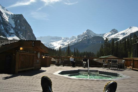 hot tub am dach picture of deer lodge lake louise. Black Bedroom Furniture Sets. Home Design Ideas