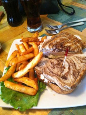 Food & Friends: Excellent sandwich and fries