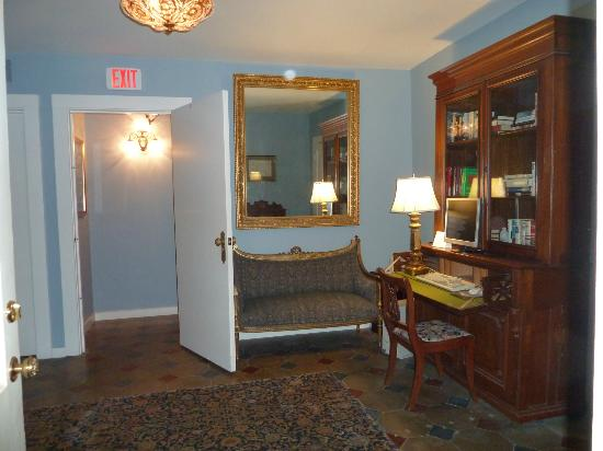 Noble Inns - The Oge House, Inn on the Riverwalk: Common area in basement