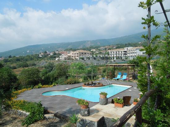 Villa Rosa Bed and Breakfast: Plunge pool and sun terrace