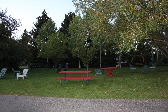Buckrail Lodge: picnic/play area
