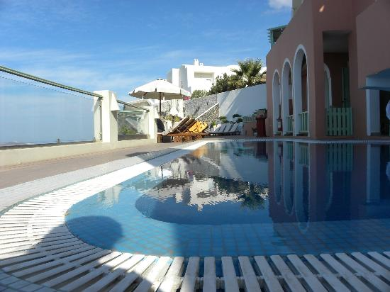Hotel Ira: Pool and decking area
