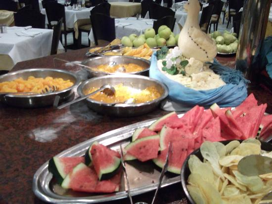 Holiday Village: Evening and Lunch buffet - alwas a selection of fruit and jellies
