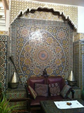 Riad Lahboul: sitting room area