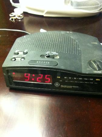 Comfort Inn: Even the alarm clock was filthy