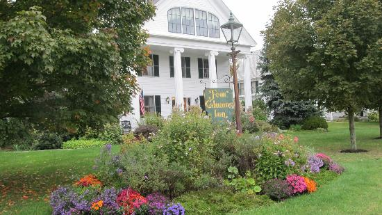 Four Columns Inn: The original home built in 1825