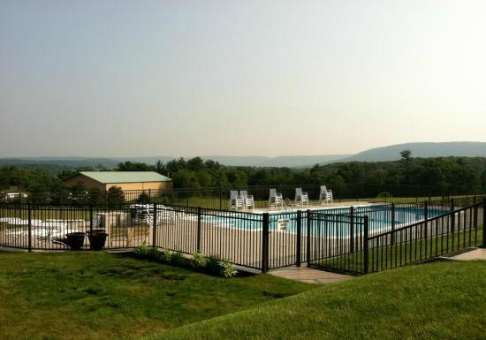 Quality Inn Breeze Manor: The outdoor pool with the Ridge-and-Valley Appalachians in the background.