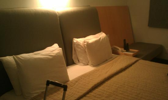 Hotel St. Augustine: The king size bed