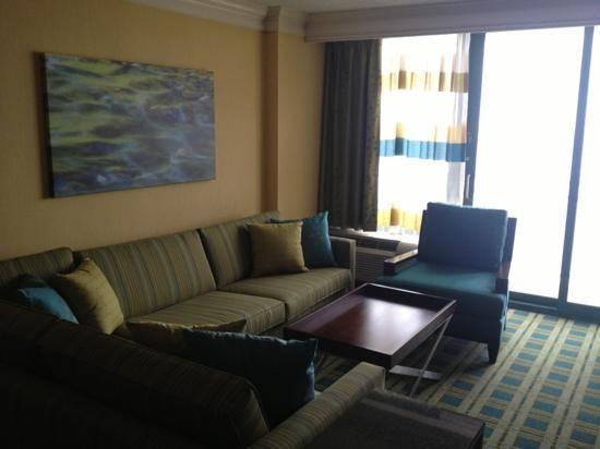 Sheraton Oceanfront Hotel: Living Room