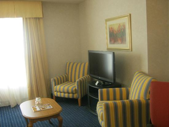 Residence Inn Rochester West: Living Room of Suite (with brand new TV)
