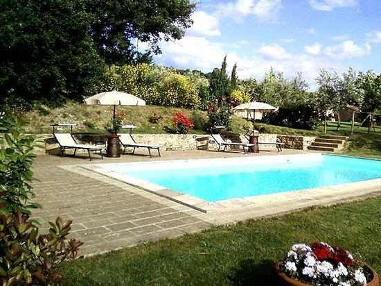La piscina dell&#39;agriturismo La Casellina