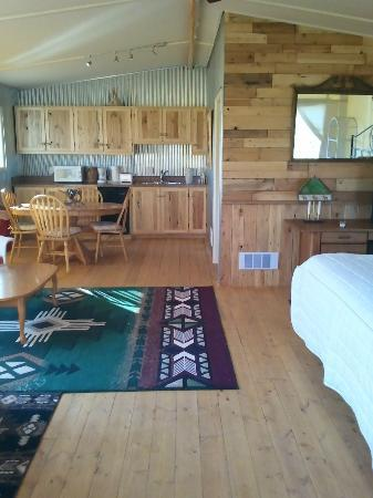 K3 Guest Ranch Bed & Breakfast: Spacious - Great for Famlies, Friends or Couples