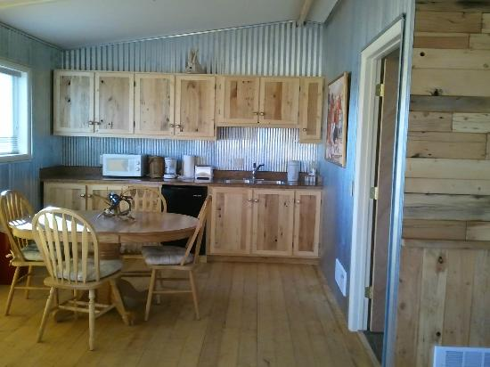 K3 Guest Ranch Bed & Breakfast: Kitchen and Dining