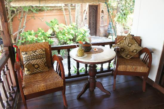 Puri Mas Boutique Resort & Spa: Seating area on the right terrace