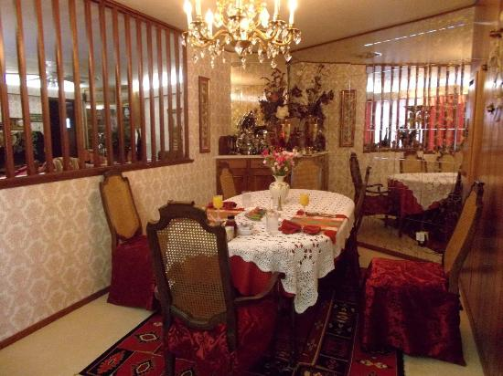 A Country Retreat Bed and Breakfast: Dining Room