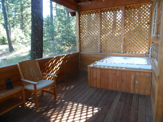 Green Springs Inn: outdoor jacuzzi tub