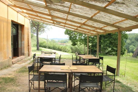 Fattoria Barbialla Nuova: weekly communal lunches at Vallibonci