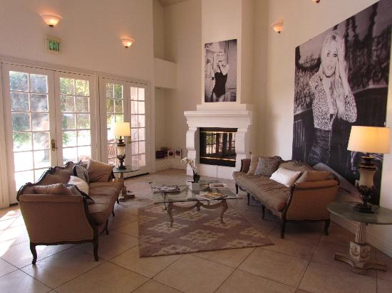 Lake La Quinta Inn: Main sitting room, common area