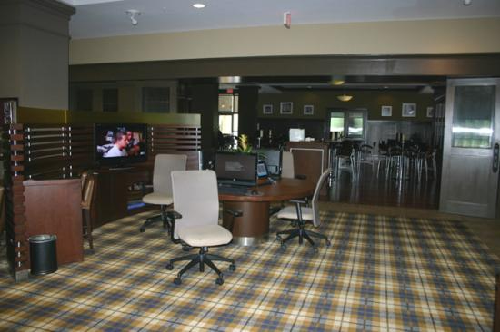 Sheraton Jacksonville: Lobby and dining room